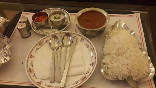 Hotel Broadway : Loved the Kashmiri Kuddar Spicy chicken junks in thick currywith rice - a real huge portion
