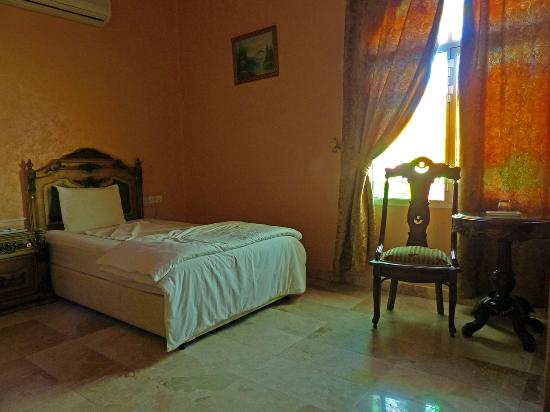Jibreen Hotel: Room 005.