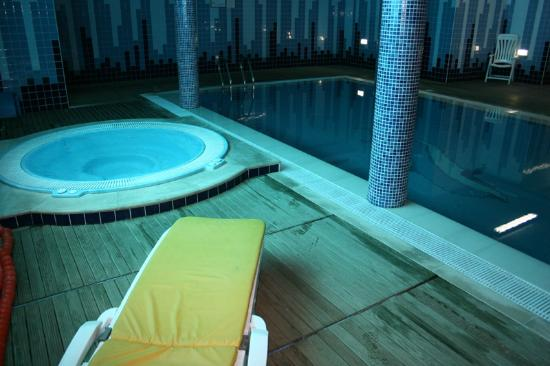 Piscina interior climatizada foto de hotel lhavo plaza for Piscina municipal ilhavo