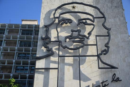 Plaza de la Revolucion: Very Artistic Likeness of Che