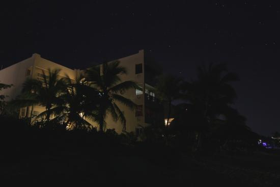 Hacienda de la Tortuga: A view of the Condos at night