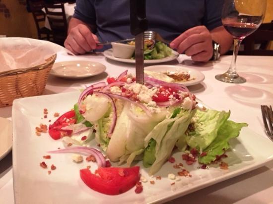 Maria's Pizzeria & Restaurant: Salat am Stück mit Dolch