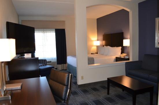 BEST WESTERN Hartford Hotel & Suites: Junior Suite room