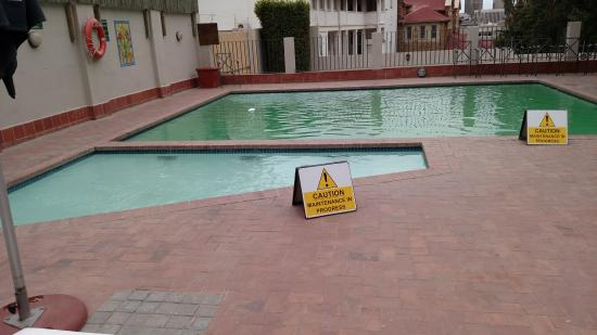 Best Western Cape Suites Hotel: Beware of Hot Tub and Pool