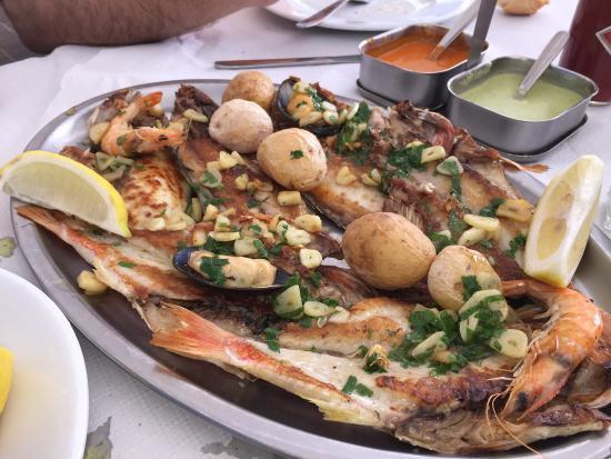 Las Nasas: Parrillada de pescado mixto