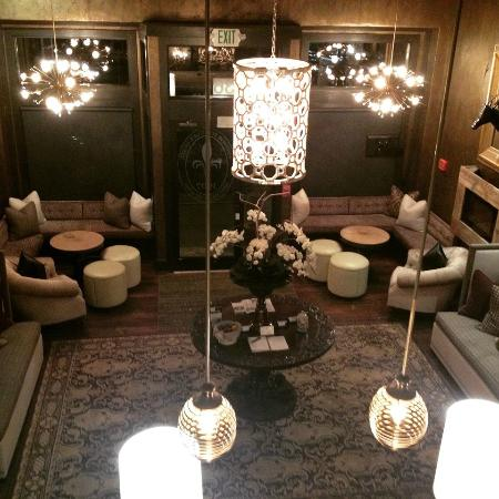 The Windsor Boutique Hotel: View of the lobby from the stairs