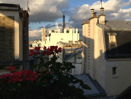 Hotel Nicolo: View from room (Eiffel Tower)