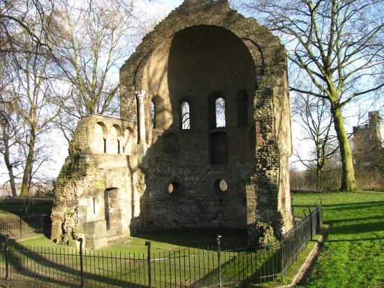 Valkhof Park: St. Martin's chapel