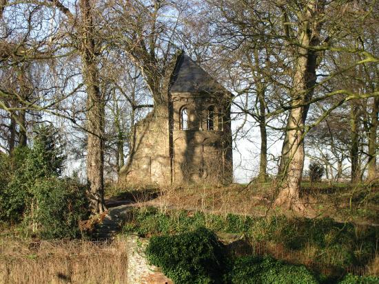 Valkhof Park: St. Nicholas chapel