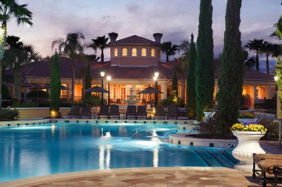 WorldQuest Orlando Resort: Pool at Night
