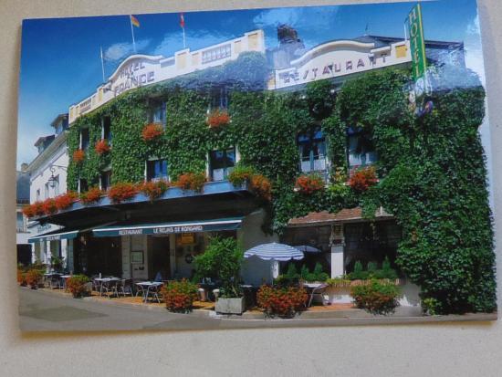 Bed photo de logis de france hotel la chartre sur le for Prix des hotels en france