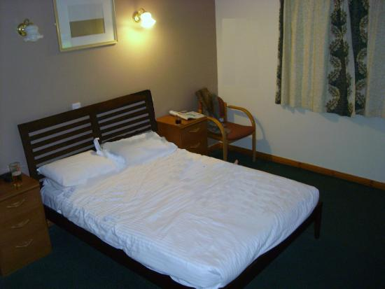 Rob Roy Hotel: Large double bed  very comfortable