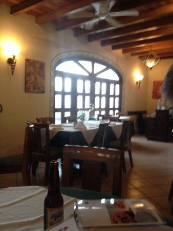 La Pergola : Front room of restaurant