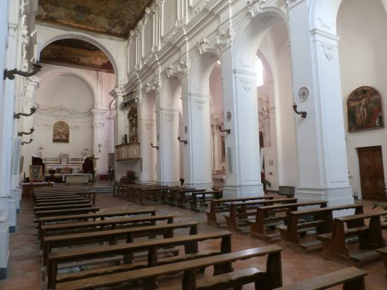 Scala, Italie : View of the interior, showing the Nave and Aisle