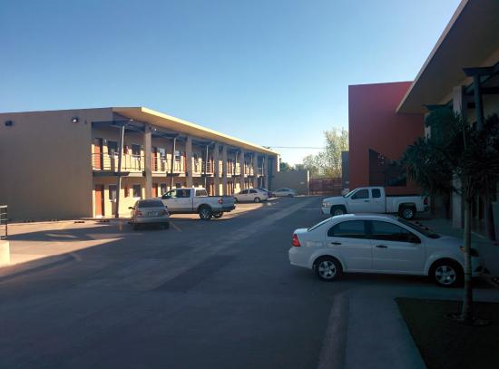 Booye Hotel : Parking