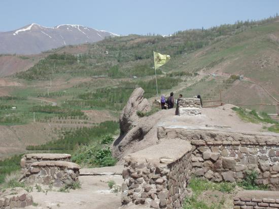 Mo'allem Kalayeh, Iran: крепость Аламут, остатки строений