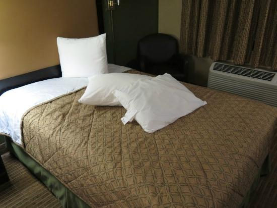 Extended Stay America - San Diego - Hotel Circle: This is how bed was when we entered the room.