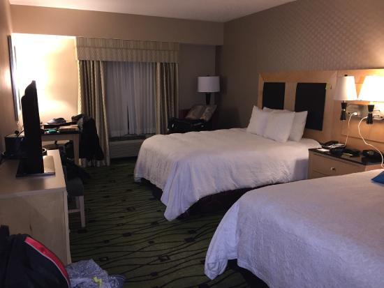 Hampton Inn & Suites Raleigh/Crabtree Valley: Nice and roomy and very comfortable, clean bedding
