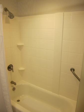 Courtyard Salina : Decent water pressure in the shower
