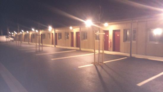 Motel des Landes: grand emplacement de parking