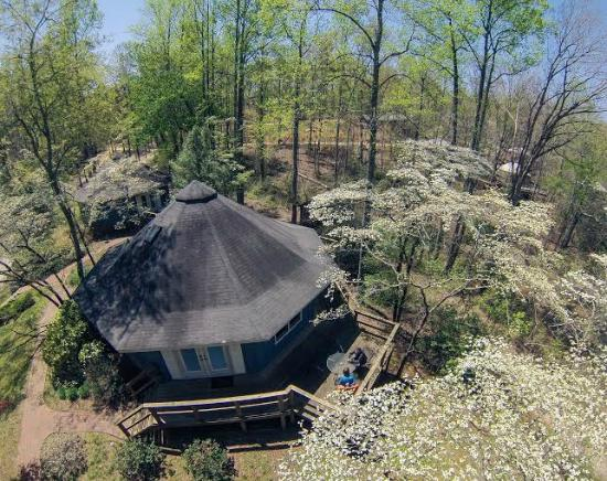 Wildwater Chattooga Cottages & Cabins: Chattooga Cottages in the spring