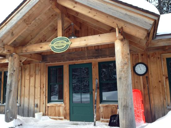Gorman Chairback Lodge and Cabins : The front door of the main lodge