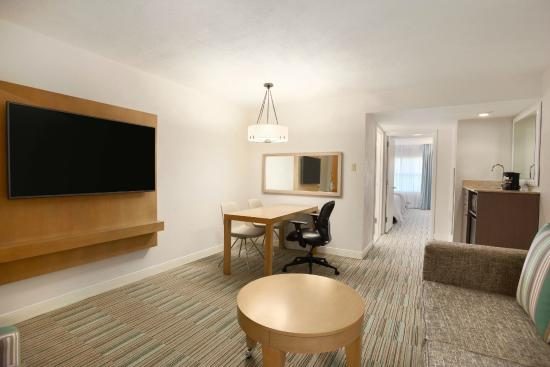 Embassy Suites by Hilton San Juan Hotel & Casino: Newly renovated two room suite