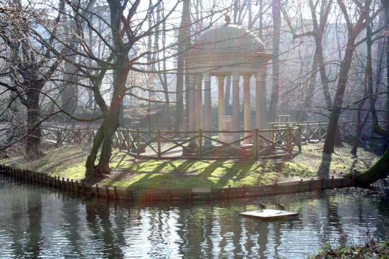 Cascata foto di giardini di villa reale milano for Via giardini milano