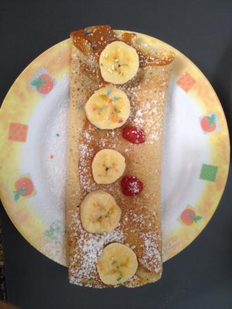 Hostel Empedrado: Delicious crepes made by Claudia, best breakfast we've had in a hostel