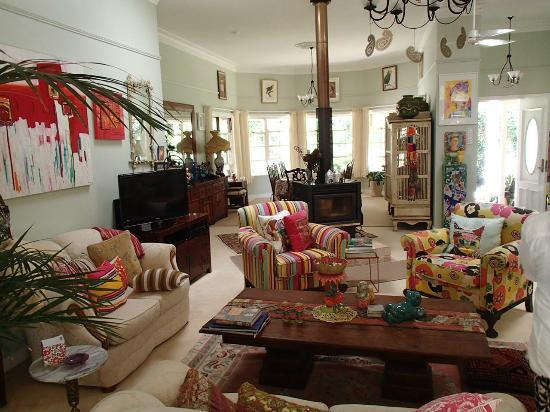 Noosa Valley Manor B&B Retreat: living room space was spacious