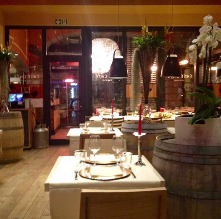 Sass Caffe: La sala interna, piacevolissima, in una fredda serata di fine gennaio.