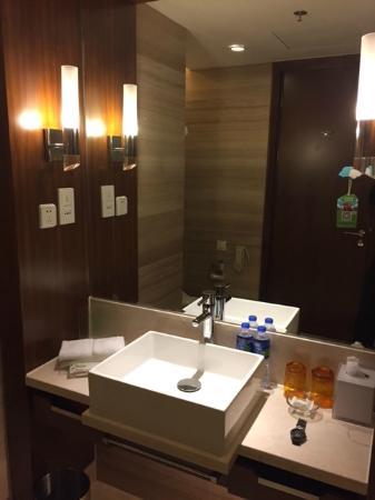 Holiday Inn Shanghai Jinxiu: Bathroom Sink