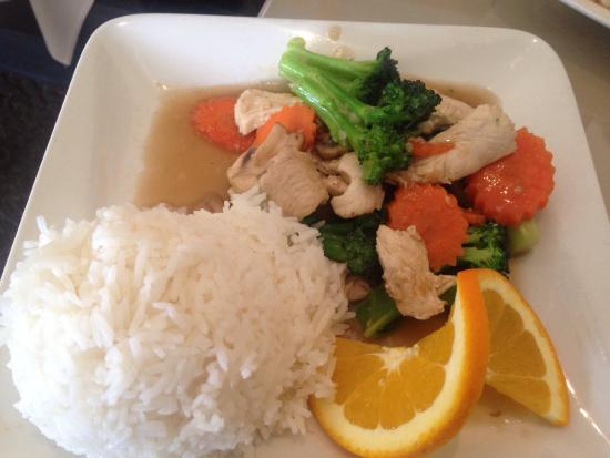 Benjarong Thai: Chicken and Broccoli Lunch Special