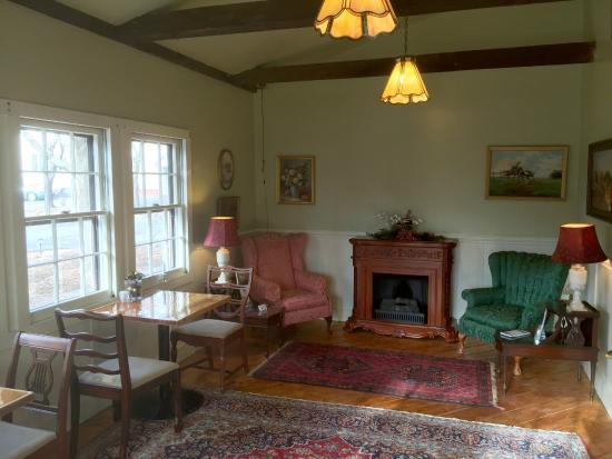 The Old Mill Inn : Reception and Mill District Coffee Shop