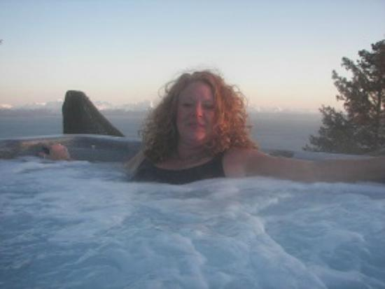 Alaskan Suites : Me, just relaxing in hot tub next to my room