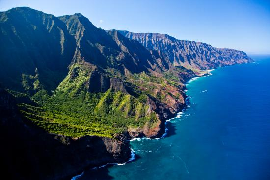 Hawaii: The emerald green pinnacles tower along the shoreline for 27 km on the Napali Coast, Kauai.