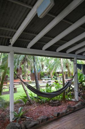 Byron Beach Resort : hammock outside our room