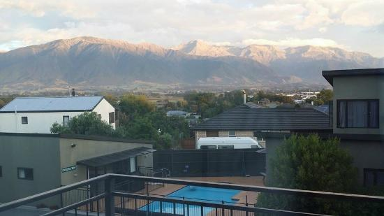 Kaikoura Gateway Motor Lodge: View from upstairs unit towards Kaikoura Ranges