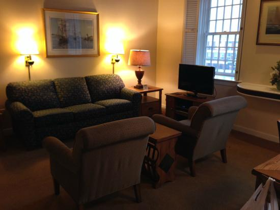 Newport Bay Club & Hotel: Living Room