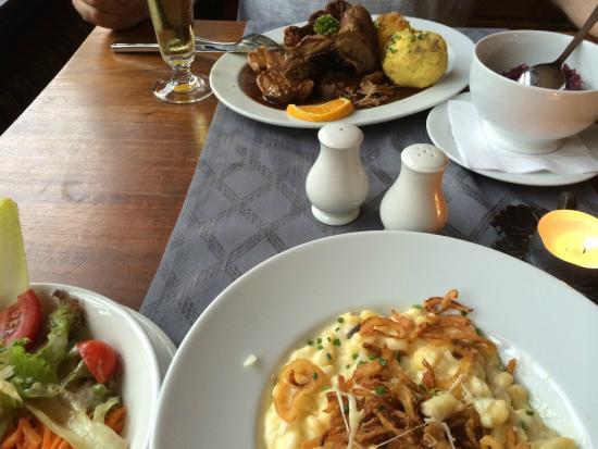 Andechser Hof: Käsespätzle mit Röstzwiebeln und Salat