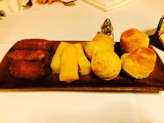 San Mateo, Californië: Fried banana, fried polenta & Brazilian cheese bread