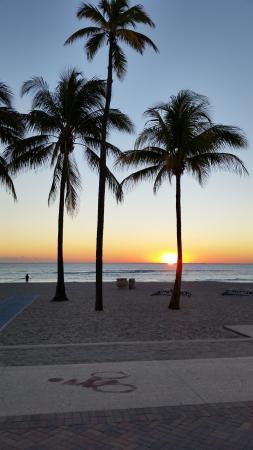 WalkAbout Beach Resort: sunrise