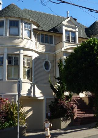 Ms Doubtfire House Rip Robin Williams Picture Of Small Car Big