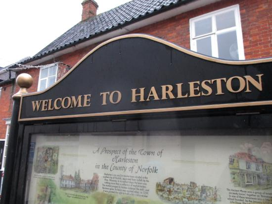 Harleston: Welcome sign and historic overview