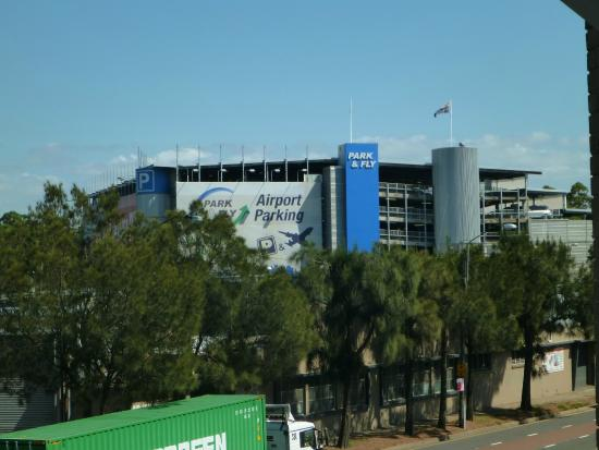 AeA Sydney Airport Serviced Apartments: very close to airport
