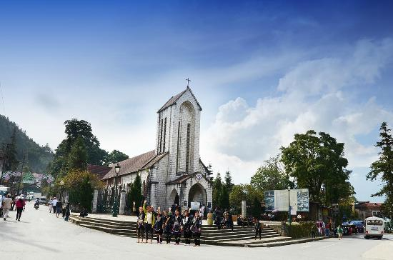 Sunrise Hotel: Sapa Church