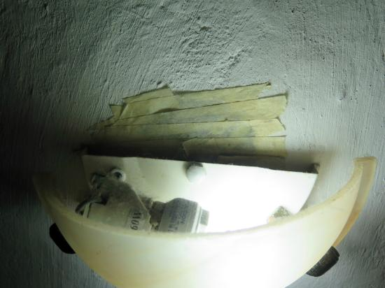 Casa del Tejadillo : Bathroom lamp!