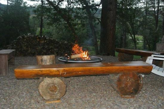 Mountain Meadows Cabins : Relax by the Fire