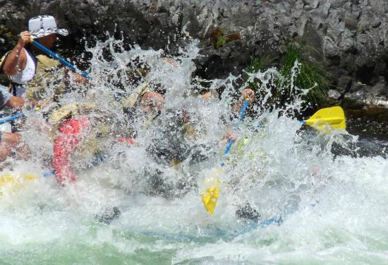 Beavercreek, ออริกอน: Deschutes River rafting