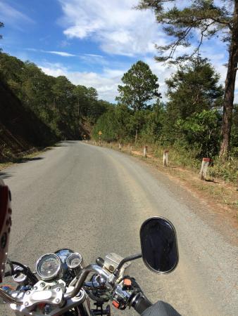 Scimitar Easyrider Tours: Дороги в окрестностях Далата